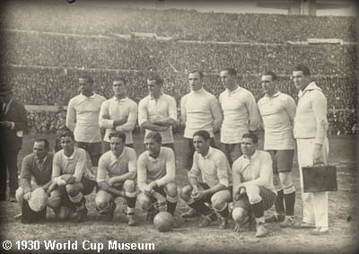 Is Spain the very first international national football team to win 3 consecutive major championships?